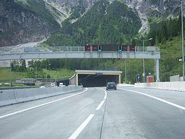 270px-Tauerntunnel_zweiröhrig_2